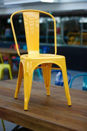 Chaise tolix industrielle jaune