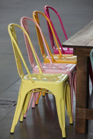 Chaise tolix industrielle jaune pastel