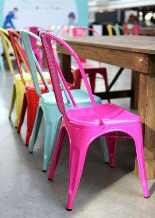 Chaise tolix industrielle rose fuschia
